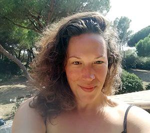 Elisa Oueslati Sophrologue / Massage Bien-être et Intuitif / Initiatrice en massage à l'école et en famille (MISP)